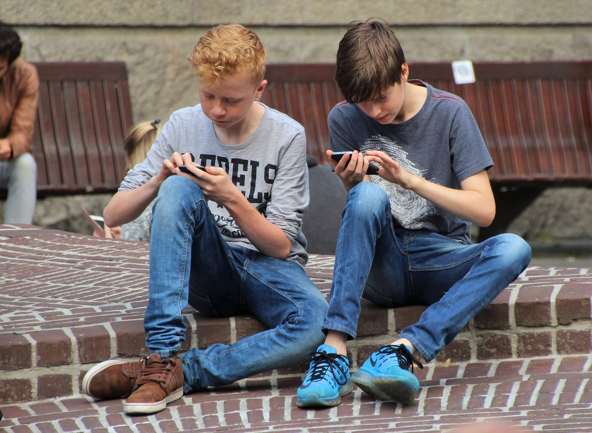 Kids using their smarphone